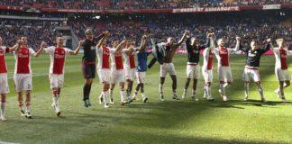 Voetbal uitslagen Eredivisie: Ajax en PSV aan kop VI Images