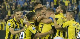 Vitesse aanvoerder Linssen zweert tijdens blessure bij mosterd