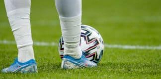 Uitslagen Eredivisie ronde 22: PSV wint weer eens, zondagse wedstrijden afgelast vanwege storm Ciara