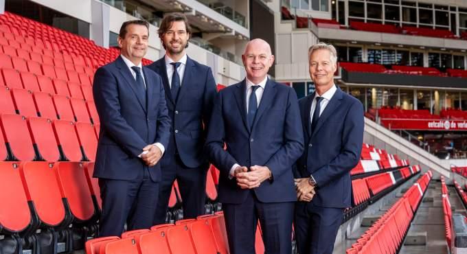 PSV directie levert deel salaris in, De Koning langer bij VVV-Venlo