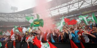Fans bij wedstrijden Feyenoord in de Kuip | Ajax geeft Suarez nog niet op